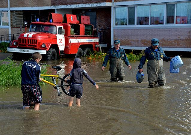 滨海边疆区大雨后洪水渐退,河流水位稳定
