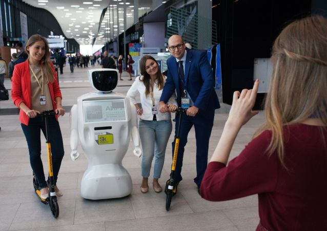 俄符拉迪沃斯托克青少年队在世界机器人大赛中获胜