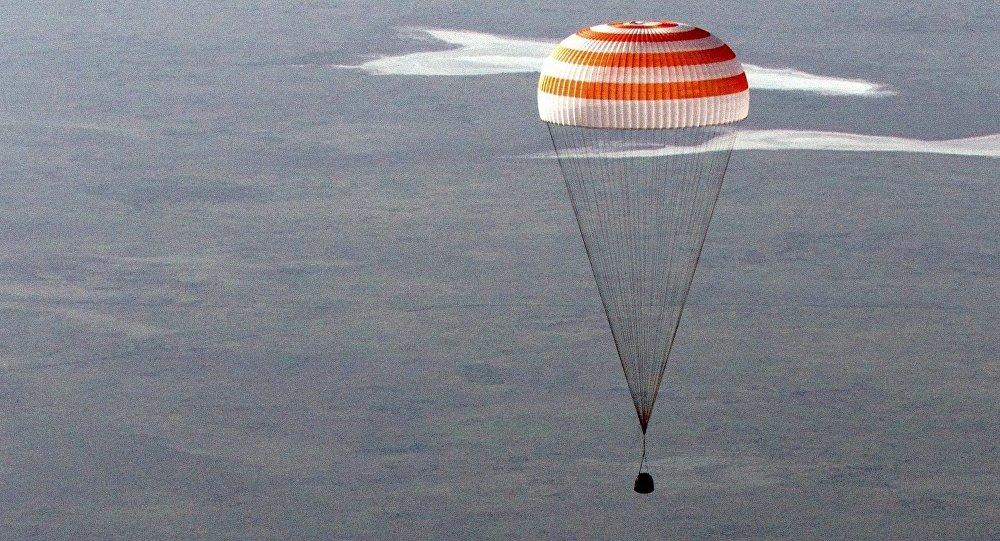 俄國家航天集團企業:俄研制出宇航員所用的新型便攜無線電設備