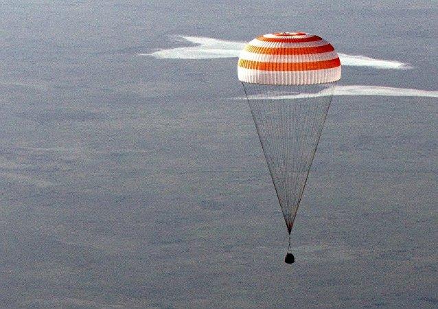 俄国家航天集团企业:俄研制出宇航员所用的新型便携无线电设备
