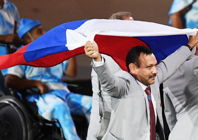 俄罗斯残奥选手感谢白俄罗斯运动员携带俄罗斯国旗参加里约残奥会开幕式