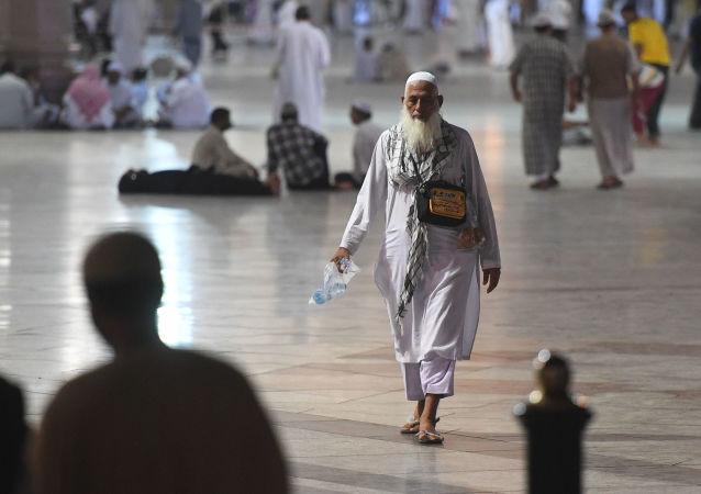 沙特向卡塔尔朝圣者开放两座机场