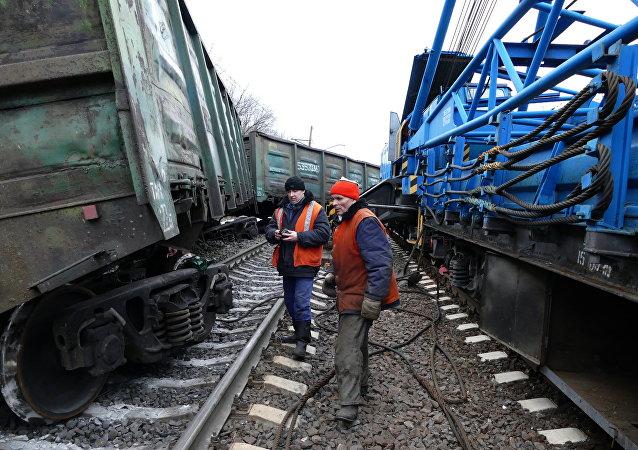 """""""顿涅茨克人民共和国"""":未成年人破坏者参与了对火车的破坏"""