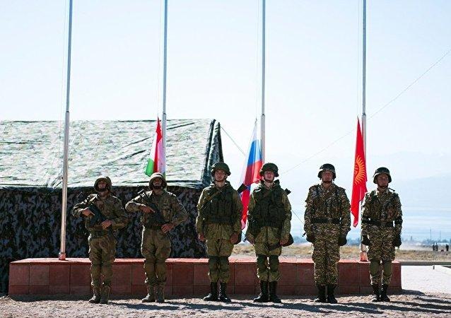 俄总参谋部:上合和平使命军演展示优异成绩