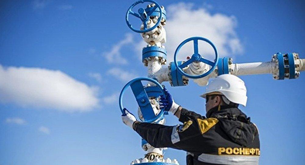 俄石油明年1月1日起将分5年向中国华信供应原油6080万吨