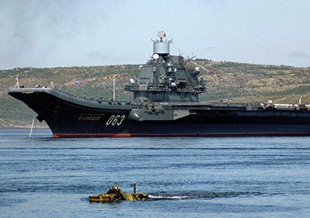 「庫茲涅佐夫海軍上將」號航母往返敘期間50多艘北約軍艦伴行