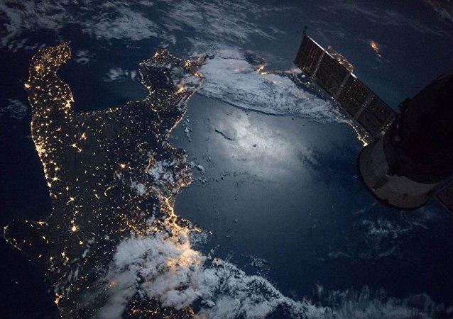 """国际空间站发射带有""""捕网""""和""""鱼叉""""的卫星清洁工"""