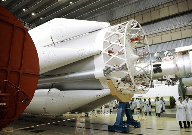 """""""质子"""" 运载火箭"""