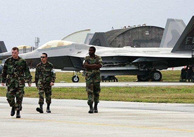 美军一架飞机在日本冲绳附近坠海