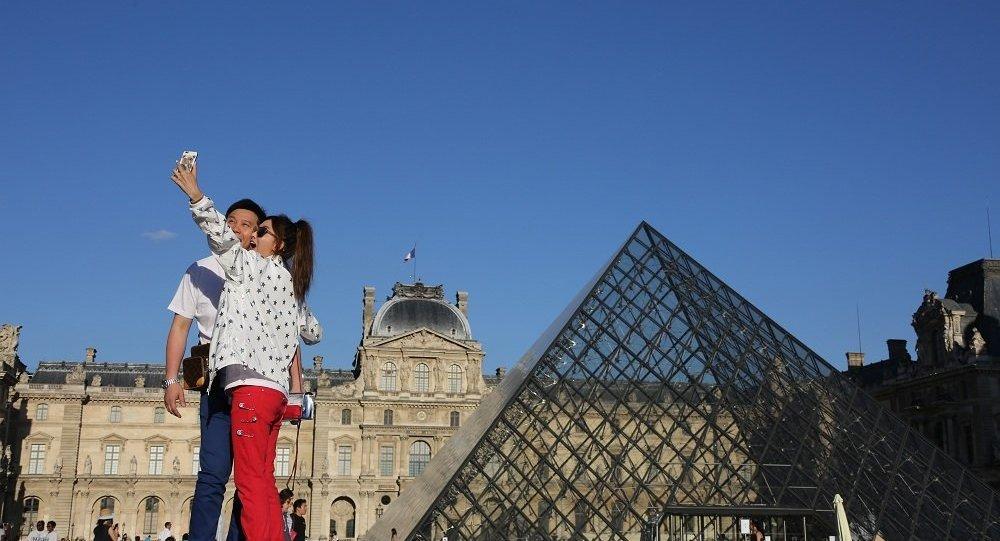 巴黎开启宣传攻势挽回外国游客
