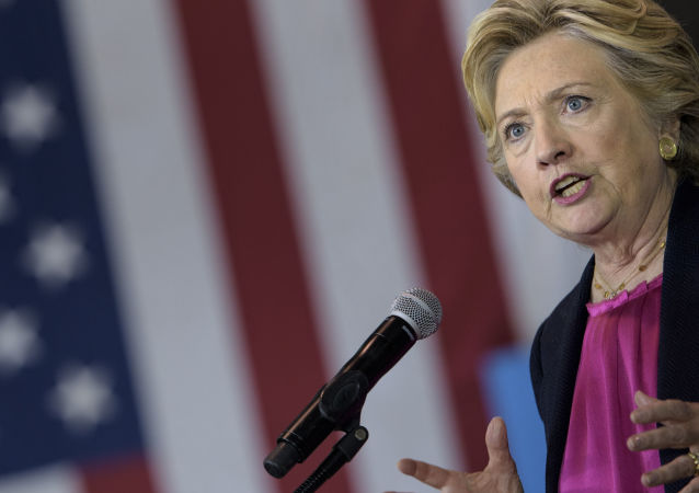 希拉里·克林顿称特朗普退出《中导条约》决定是送给普京的礼物