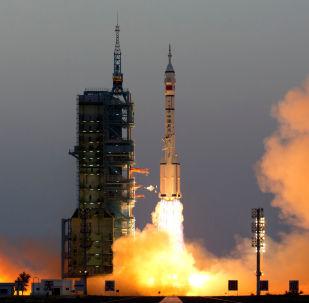 Запуск корабля Шэньчжоу-11 в космос в Китае