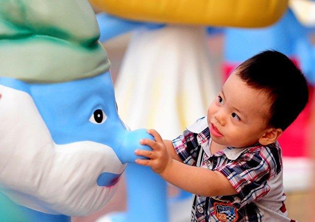 中國地方政府採取各種鼓勵生育措施