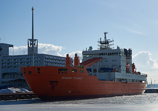 「特列什尼科夫院士」號科考船