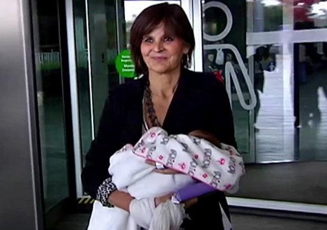 62歲的婦女麗娜 • 阿爾瓦雷斯