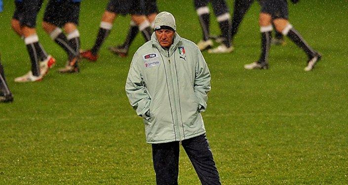 里皮宣佈辭去中國國家足球隊主教練職務