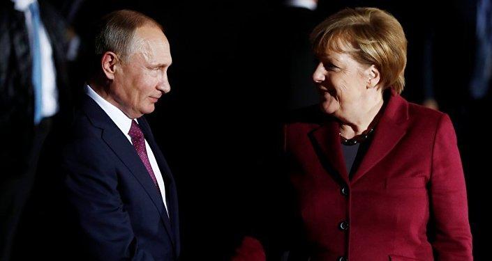 克宫:普京与默克尔进行电话交谈 讨论美退出伊核协议问题