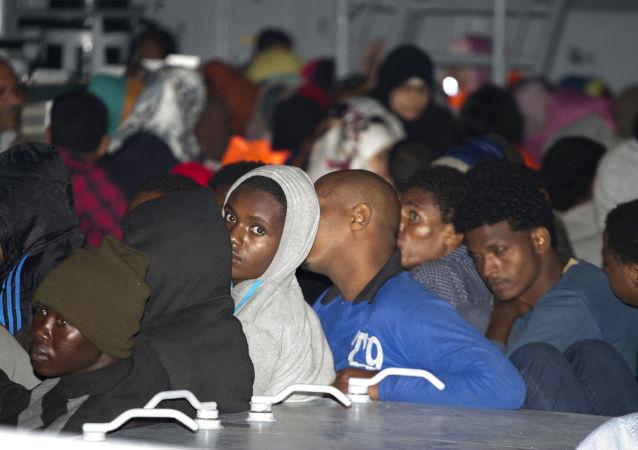 意大利内政部长威胁对从欧盟他国运来移民的航班关闭机场