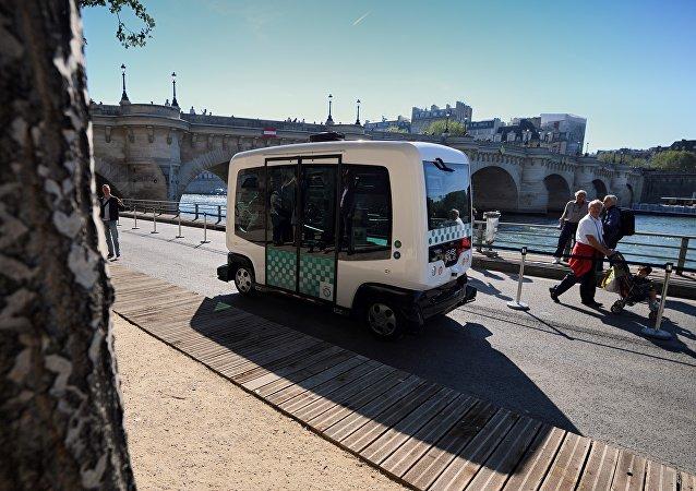 EZ10 minibus,法国 /无人驾驶货车/