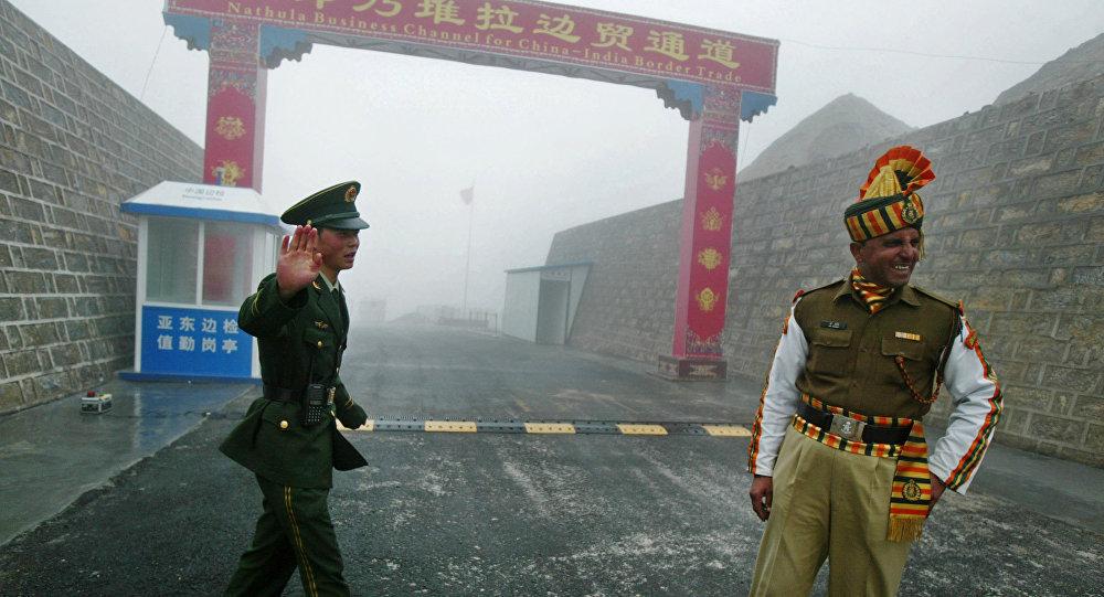 专家:印度靠美国与中国抗衡