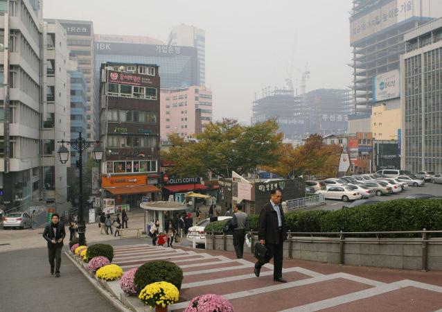 韩国每周最长工时缩短至52小时