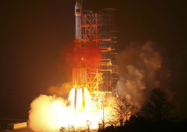 Старт китайской ракеты-носителя Long March-3III с космодрома Сичан со спутником национальной навигационной системы BeiDou