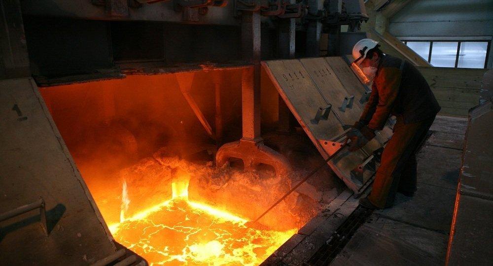 穆迪因商业原因撤销俄铝的评级