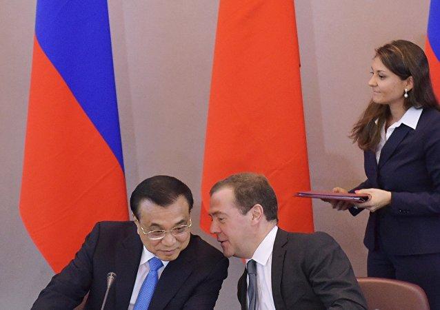 俄總理稱聯繫俄中的是戰略協作夥伴關係和兩國間互動