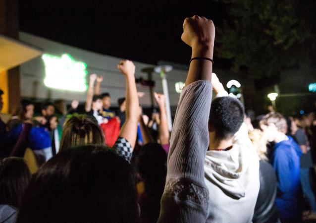 大多数美国年轻人赞同社会主义