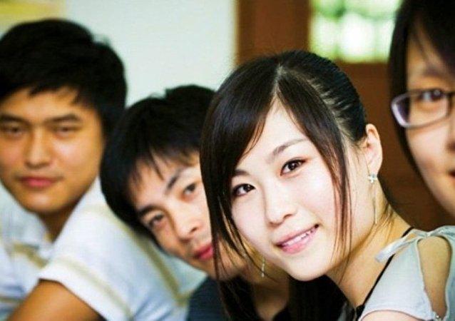 目前有800余名中國學生在俄國家教育配額框架內赴俄留學