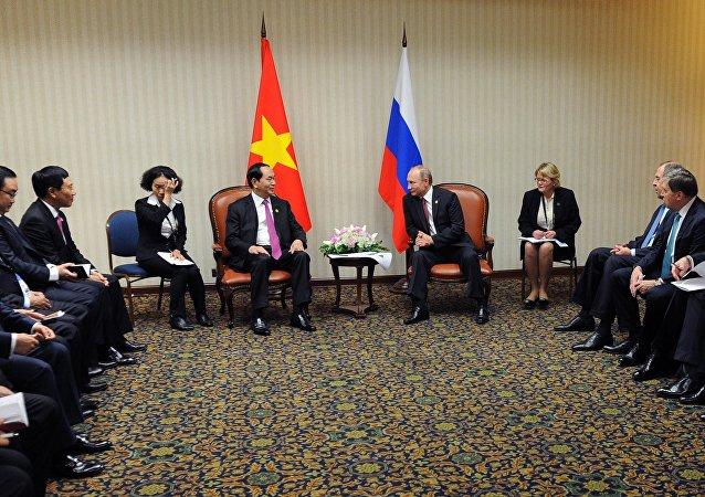 俄越两国领导人会晤重点讨论贸易和投资合作事宜
