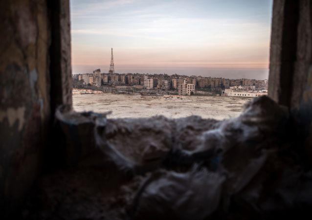 俄国防部:自阿勒颇市解放行动7.8万多平民撤离阿勒颇