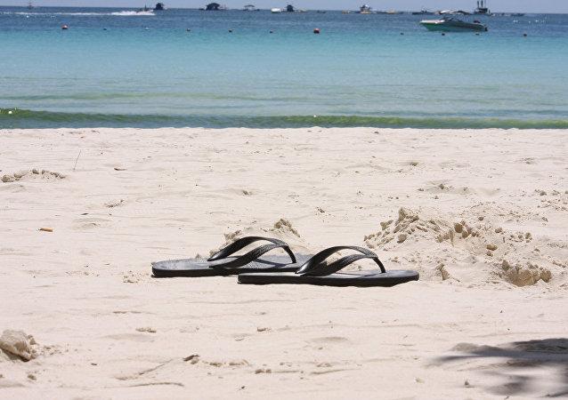 """撒丁岛海滩被游客""""偷沙""""多年 机场缴获量竟达10吨!"""