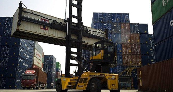 中国海关总署:前5个月中国货物贸易进出口总值同比增长8.8%