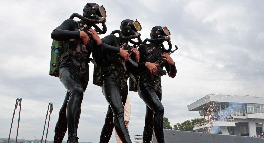 俄军在克里米亚举行打击水下破坏分子的演习