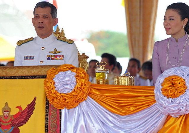 泰國國王廢除貴妃詩尼娜後再開除6名官員