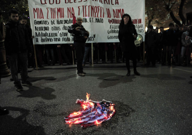 特朗普建議剝奪焚燒美國國旗者的國籍