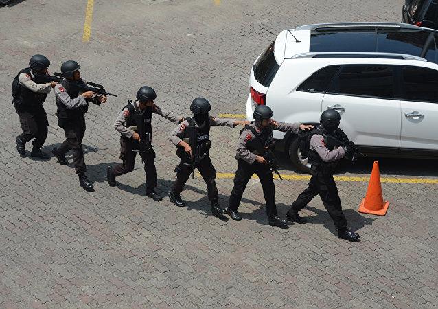 越狱事件后印尼警方封锁多条道路