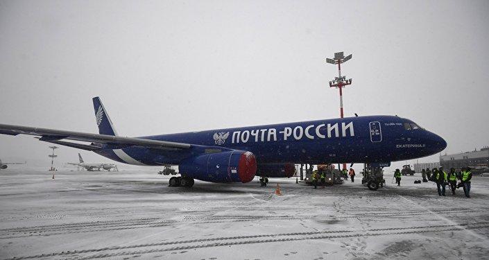 """""""俄罗斯邮政""""的图-204C货机"""