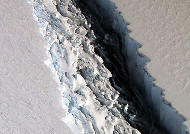 美國國家航天局在南極洲發現長度為一百千米的裂縫