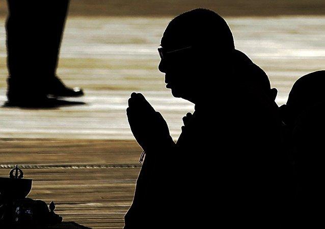 外媒:西藏部分干部为达赖喇嘛集团捐款