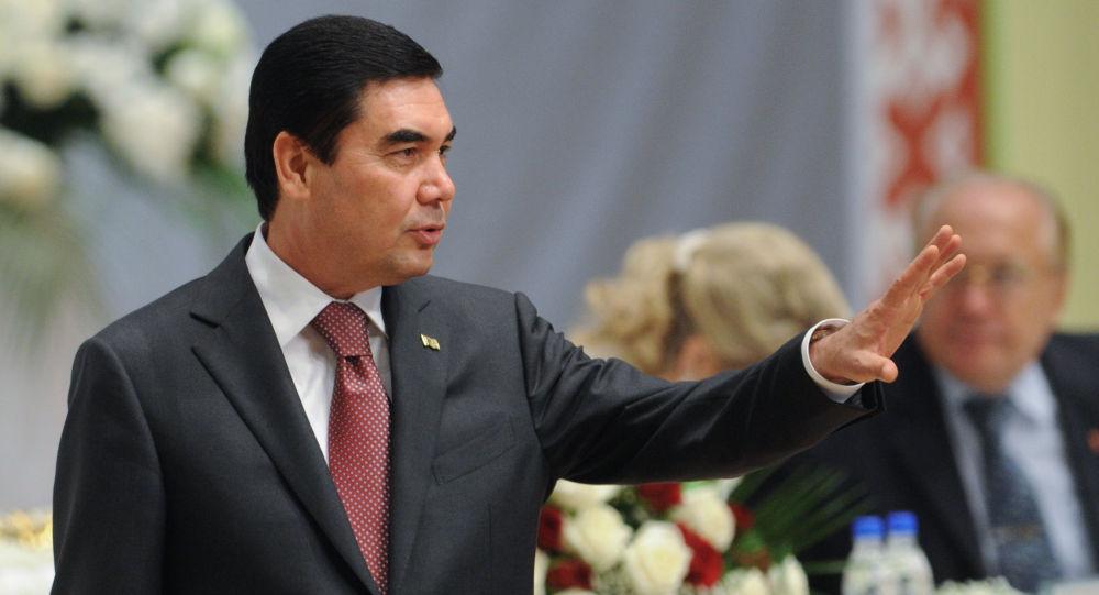 土庫曼斯坦總統彈電子琴唱Rap