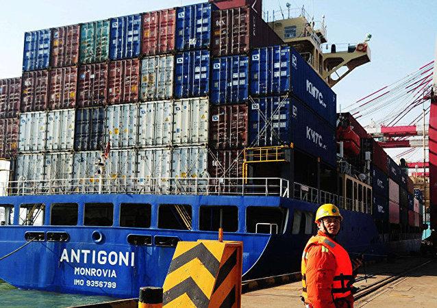 專家:美國對華產品加徵關稅是與全世界進行貿易戰