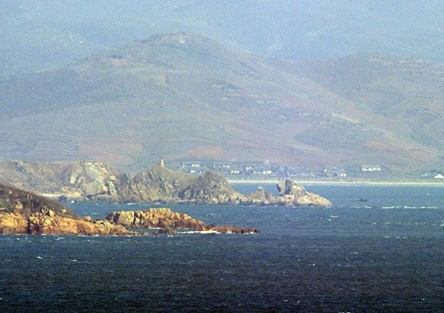 """韩军大型运输舰""""马罗岛舰""""下水"""