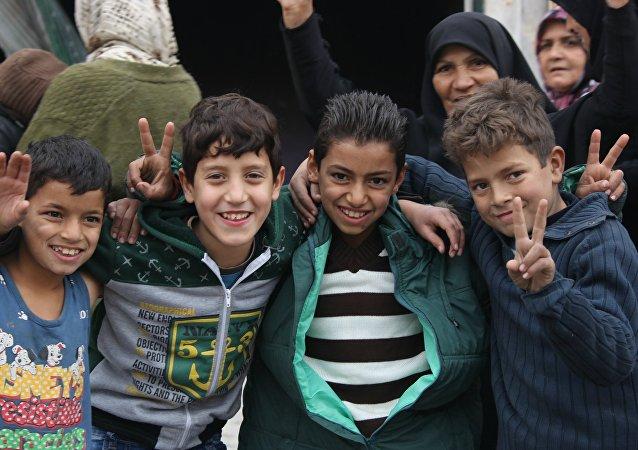 孩子眼中的戰爭畫展在敘利亞阿勒頗開幕