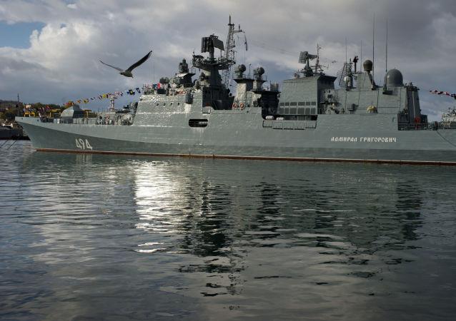 俄黑海艦隊軍艦在地中海軍演期間進行了海上遭遇戰演習