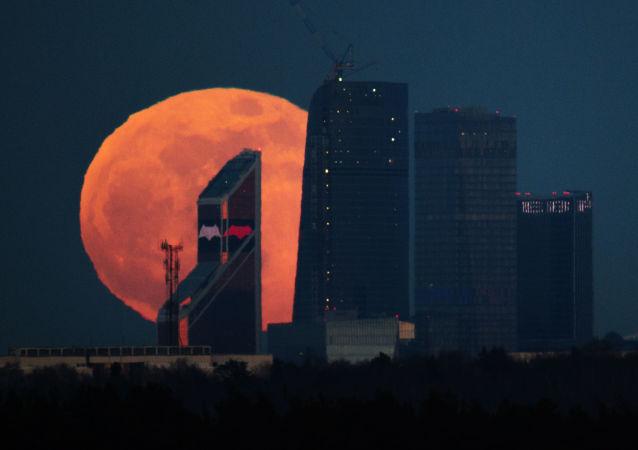 消息人士:俄罗斯将在2030年以后向月球发射采矿车
