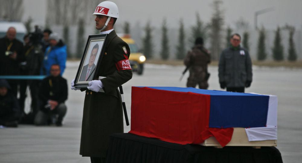 Церемония прощания с российским послом в Турции Андреем Карловым в аэропорту Анкары