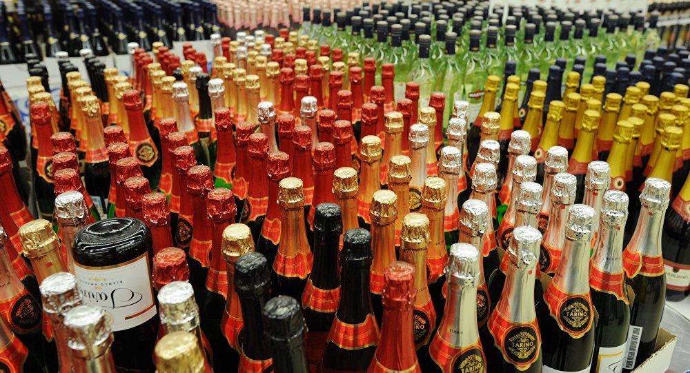 媒体:俄卫生部正研究休息日禁止售酒提议