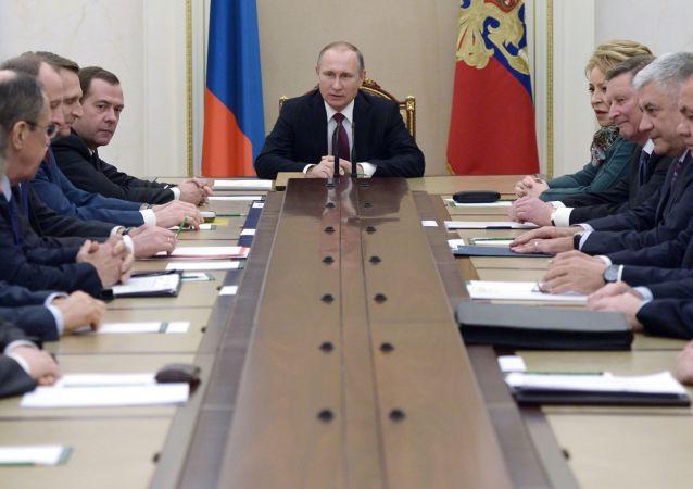 克宫:普京同俄联邦安全会议讨论针对驱逐俄外交官国家的回应措施